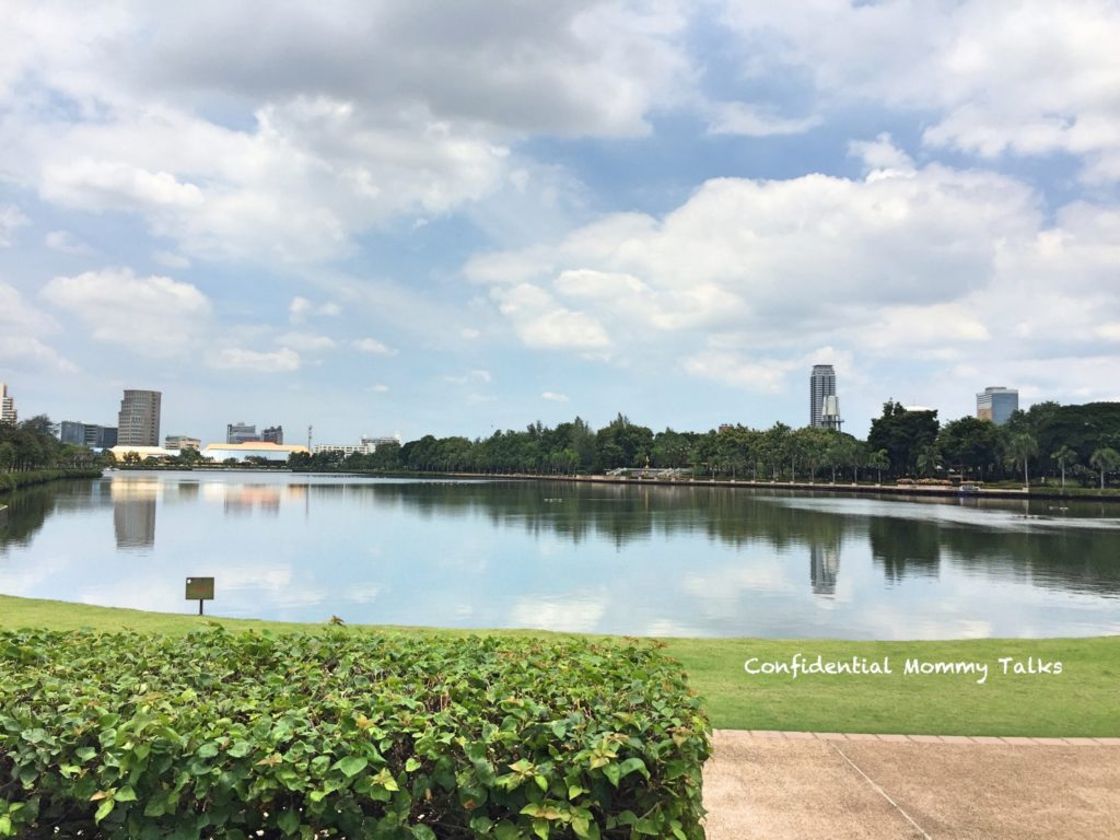 Benjakiti Park is one of the nicest parks I've seen in Bangkok. Located at Asok in the centre of Bangkok, this is one of the parks that any visitor to Bangkok must see.