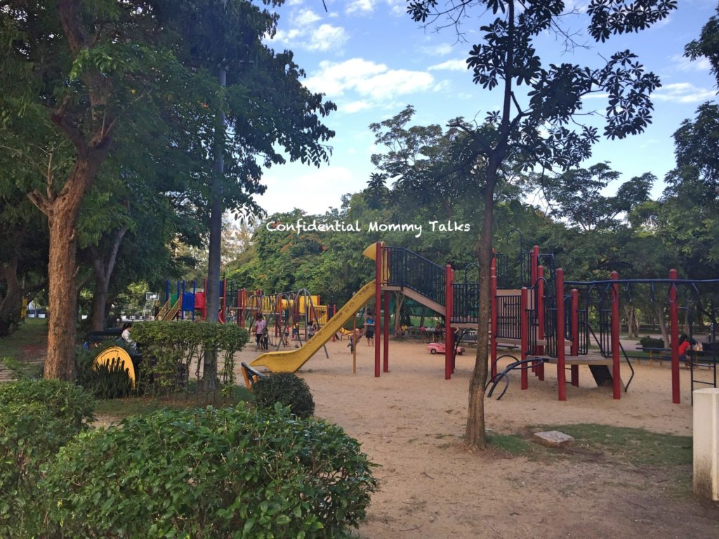 Lumphini Park with the kids One of the largest parks in central Bangkok, Lumphini is situated on Rama IV Road next to the commercial district that is within the vicinity of Silom and Sathorn Roads.